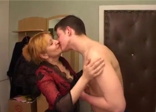 Perfect redhead mom gives a good head