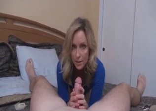 Cute glamour sister knows how to jerk me