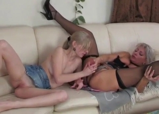 Beauty blonde gets her crack fucked with dildo