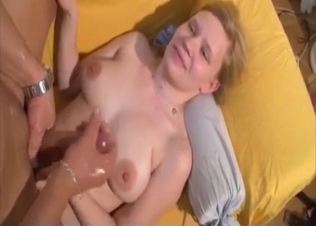 Cute young babe gives a passionate head