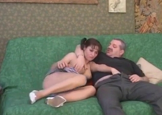 Filthy daddy stimulates his own daughter